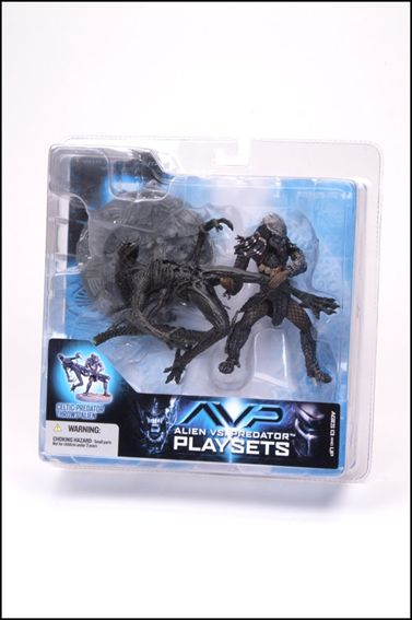 Alien vs Predator (Series 2) Celtic Preditor Throws Alien by McFarlane Toys