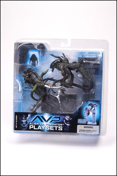 Alien vs Predator (Series 2) Alien Attacks Predator by McFarlane Toys